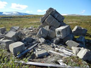 Minne over minne, minnested på Saltfjellet i Nordland - UTM 33, Øst: 515667, Nord: 7387116, 15.06.2014 Foto: Charles Utvik, 2012